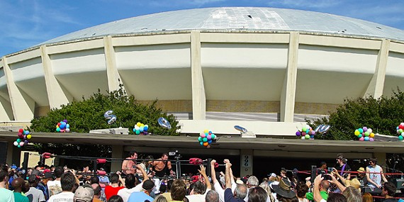 "Against the backdrop of the Mid-South Coliseum, veteran wrestlers Jerry Lawler and Bill Dundee were cheered after whipping a passel of villains at Saturday's ""Roundhouse Revival."""