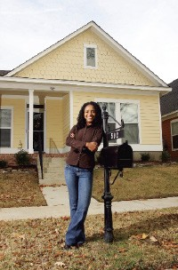 Charlotte Marshall in front of her Uptown home - JUSTIN FOX BURKS