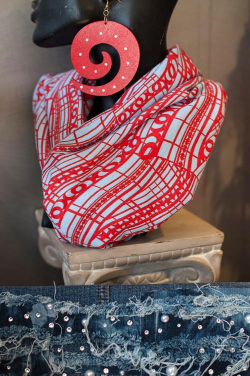 tara-seals-body-decor3.png