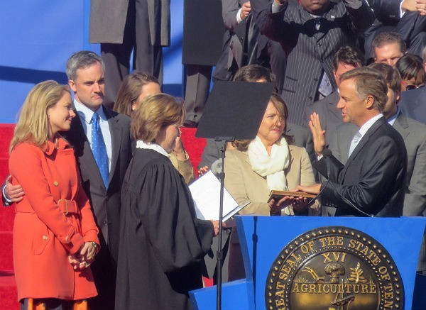 Governor Haslam takes the oath of office from Chief Justice Sharon Lee. - JB