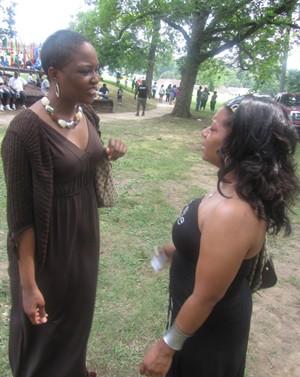 Hart (left) shmoozes with Tawanda Peete Smith.