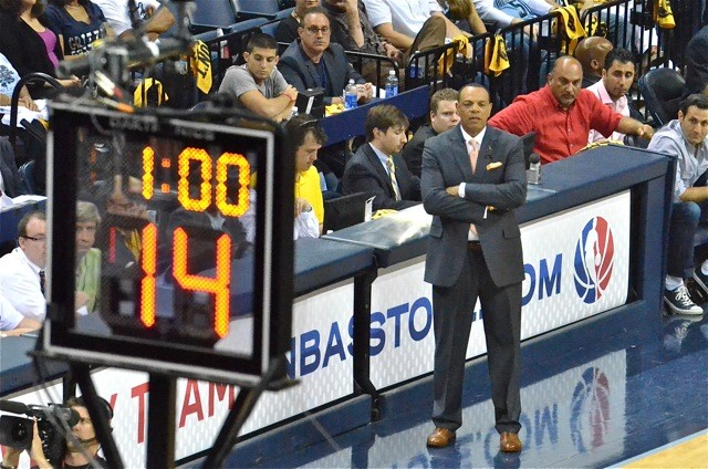 Is the clock ticking on Lionel Hollins coaching tenure with the Grizzliesl?