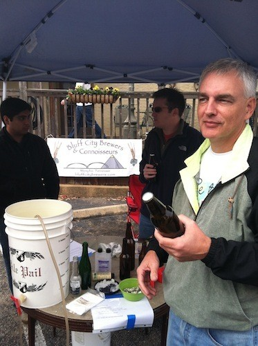 Jeff Kinzer demonstrates the delights of bottling your beer