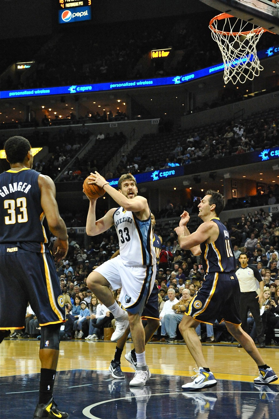 Marc Gasol throws the hook on the Indiana Pacers en route to the All-Star Game.