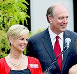 Sara Kyle with husband Jim during his abortive 2009 gubernatorial race