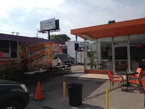 Tacos Los Jarochos (left) and the Los Jarochos ice cream shop (right)