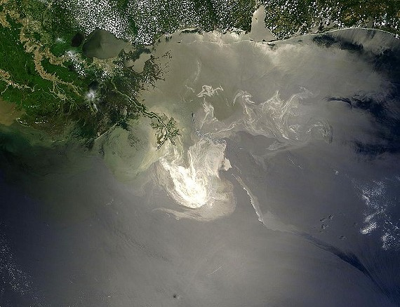 780px-deepwater_horizon_oil_spill_-_may_24_2010.jpg