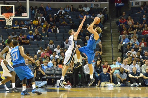 The Grizzlies need more of this tonight from Jon Jonny Basketball Leuer.