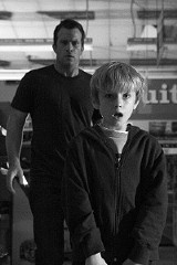 Thomas Jane and Nathan Gamble in The Mist