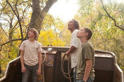 Tye Sheridan, Matthew McConaughey, and Jacob Lofland in Mud