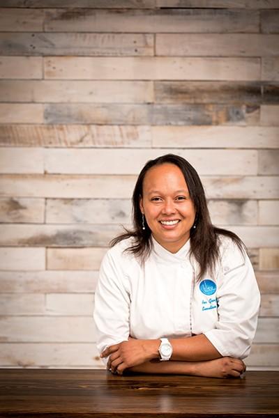 Bleu chef Ana Gonzalez - JUSTIN FOX BURKS