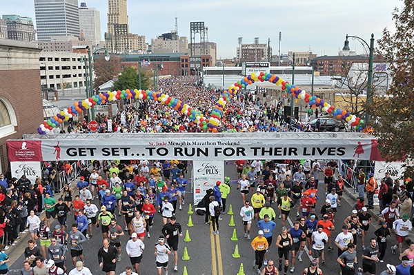 Runners ready for the St. Jude Memphis Marathon - ANDREA ZUCKER / © MEMPHIS CONVENTION & VISITORS BUREAU