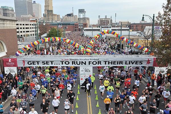 Runners ready for the St. Jude Memphis Marathon - ANDREA ZUCKER / © MEMPHIS CONVENTION & VISITORS BUREAU