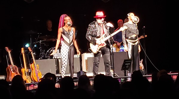 Kitten Kuroi and Briana Lee with Elvis Costello & the Imposters at Graceland - BRIGITTE BILLEAUDEAUX