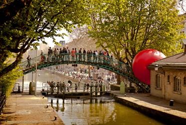 The RedBall in Paris - KURT PERSHKE, REDBALL PROJECT IN PARIS