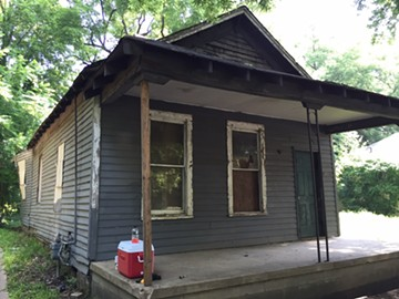Aretha Franklin's home before Memphis Heritage volunteers boarded up windows.