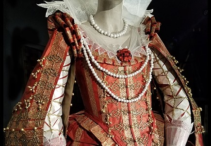 """""""Isabelle de Borchgrave: Fashioning Art from Paper"""""""