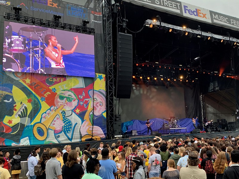 Ravyn Lenae, Chicago R&B singer, opens up the FedEx stage at Beale Street Music Festival 2019. - CHRIS MCCOY