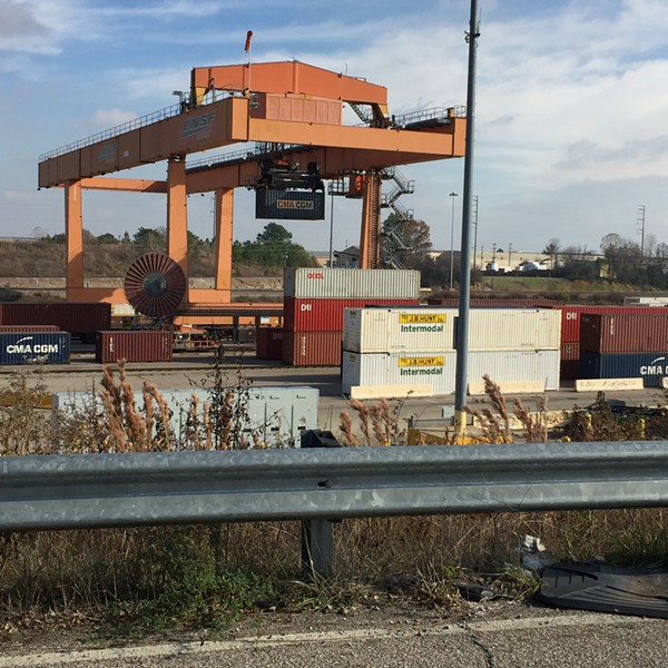 Quick Fuel: Pride of Memphis' robot and boxcar stacking district.
