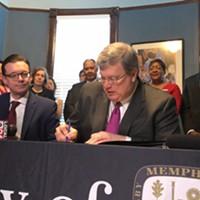 Mayor Strickland signs an executive order adopting the Memphis 3.0 plan