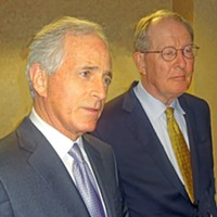 Senators Corker (l) and Alexander