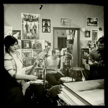 Sharp Balloons live at Goner Records.