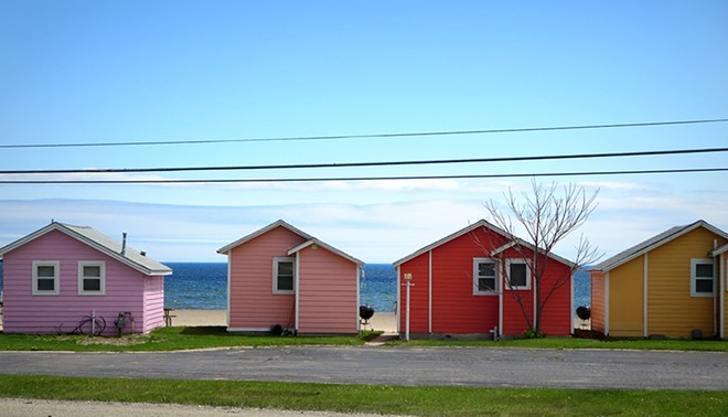 The colorful cottages of Mai Tiki Resort, near Oscoda. - FLICKR, YOOPERANN