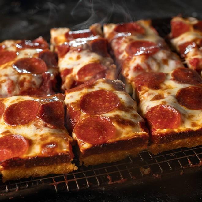 JET'S PIZZA / FACEBOOK