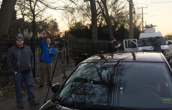 WXYZ-TV's Jim Kiertzner waves hello to our camera. - VIOLET IKONOMOVA