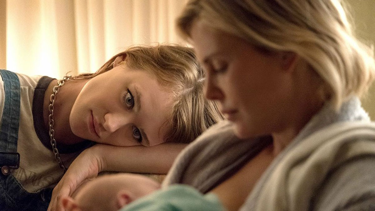 Mackenzie Davis and Charlize Theron star in Tully.