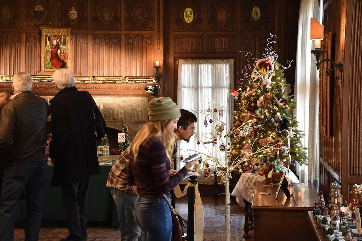cranbrook_house_-_holiday_splendor_-_oak_room_2017_-_1800px.jpg