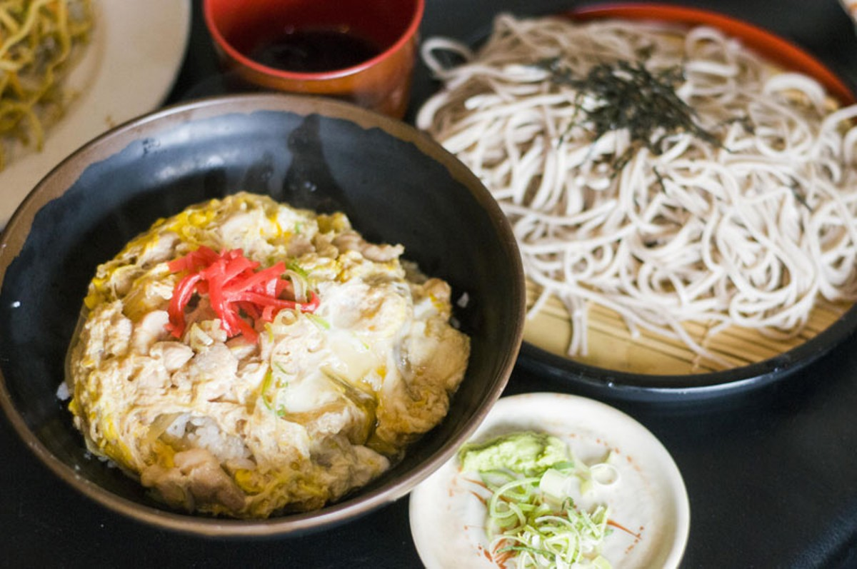Oyakodon (left) and zaru soba.