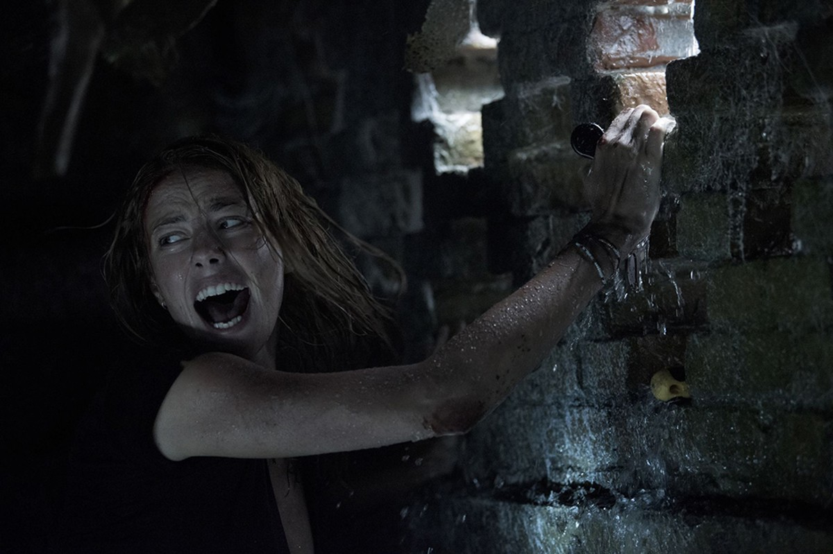 Kaya Scodelario in Crawl.