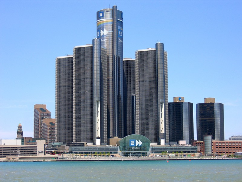 headquarters_of_gm_in_detroit_2.jpg