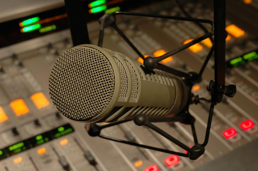 radio-microphone.jpg