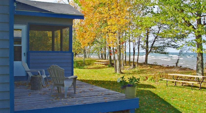 Cabins Near Tahquamenon Falls Of 10 Awesome Michigan Cabins You Should Rent This Summer Blogs