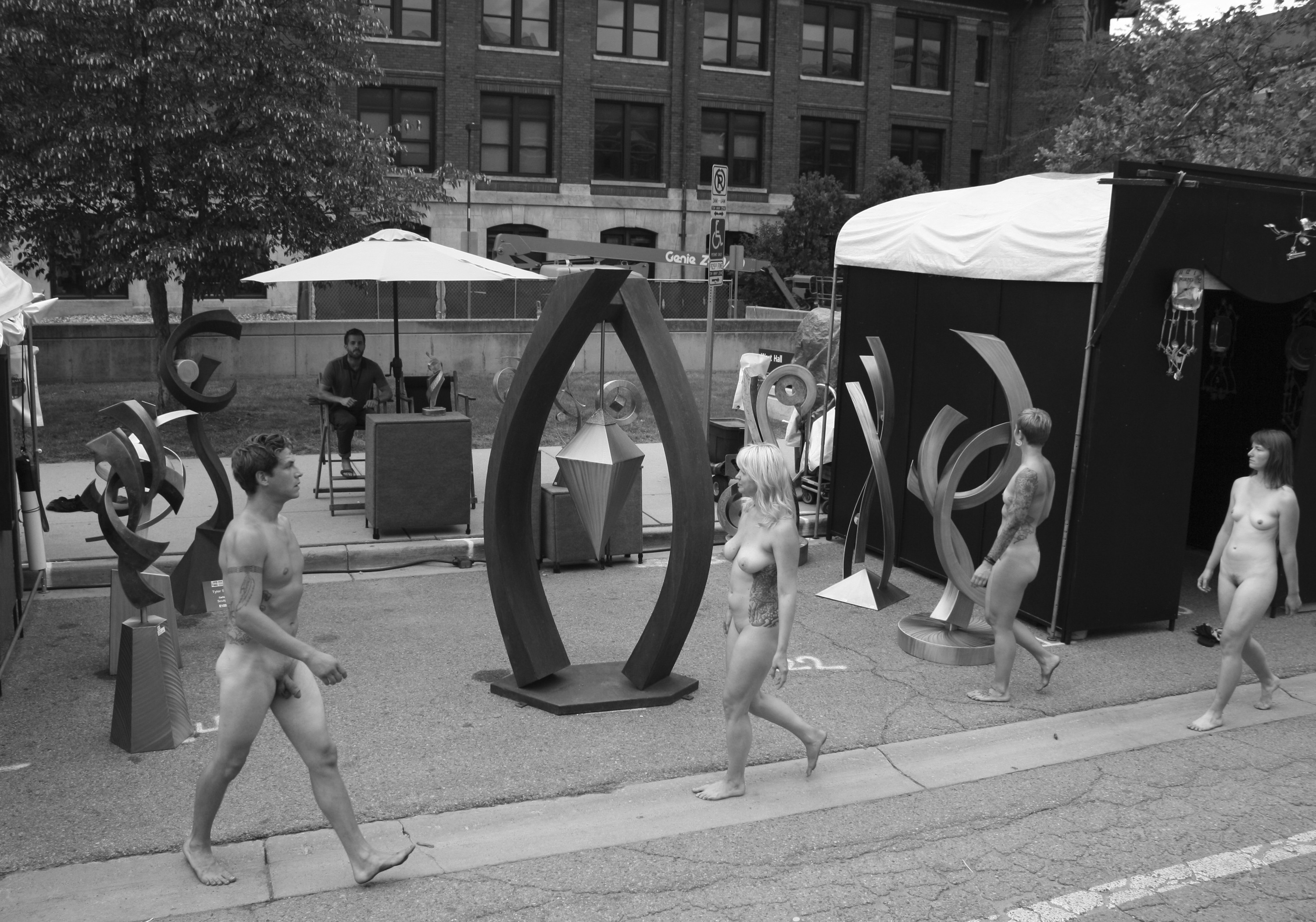 Street Photography At Art Fair On >> Enjoy Harvey Drouillard S Nsfw Nudes From This Year S Ann Arbor Art