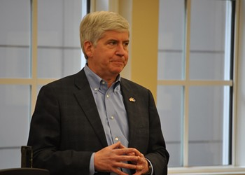 Gov. Snyder suspends initiative to relocate Syrian refugees to Michigan