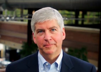 Feds to investigate Flint, Snyder declares a state of emergency