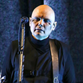 Billy Corgan reunites with guitar stolen from Detroit venue in 1992