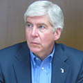 Gov. Snyder heckled in downtown Ann Arbor