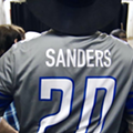 Snowflake country fans are mad at Garth Brooks for wearing a Barry Sanders jersey, thinking it was for Bernie Sanders