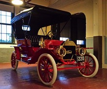 97f596ea_model_t_number_220_photo_on_display_at_piquette_pho.jpg