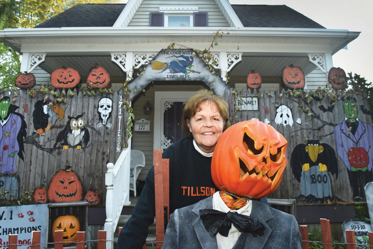 Decorating Historic Homes Terror On Tillson Brings Thousands To Romeo The