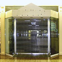 Black Friday An empty store at the Bayshore Mall