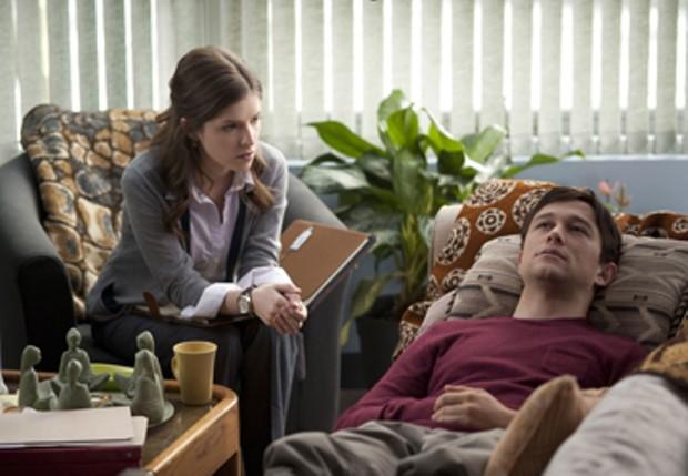 Anna Kendrick and Joseph Gordon-Levitt star in 50/50.