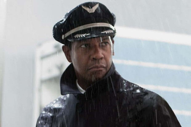 Denzel Washington gets all sopping wet in Flight