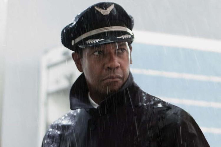 Denzel Washington gets all sopping wet in Flight