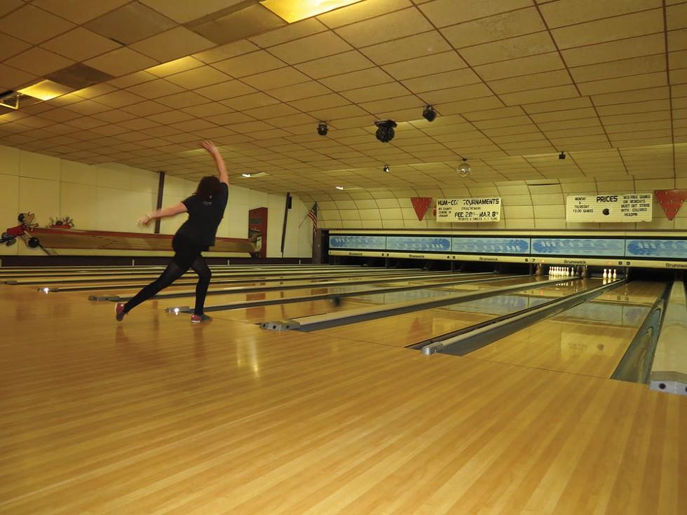 Displaying perfect form at E&O Bowl - PHOTO BY LYNN JONES