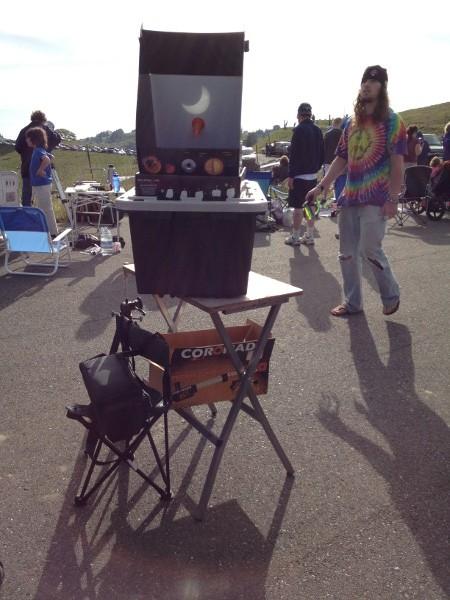 kneelandeclipsers.jpg